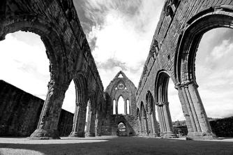 Photo: Senem Peace / Sweetheart Abbey, Scotland https://www.istockphoto.com/gb/photo/sweetheart-abbey-dumfries-and-galloway-gm607929028-104274941